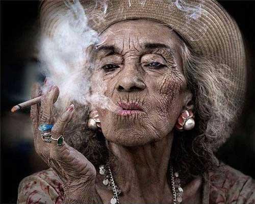 چین و چروک در آدم های سیگاری 10 برابر بیشتر از غیر سیگاری هاست.