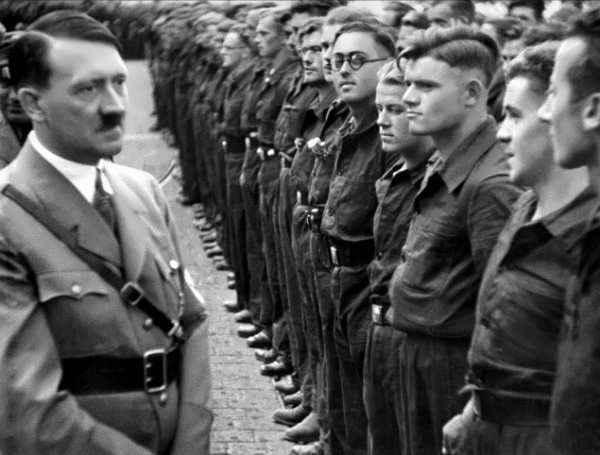 آدولف هیتلر (Adolf Hitler)