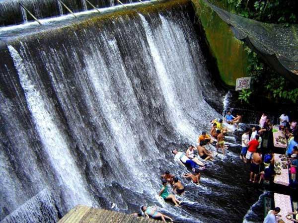 رستوران آبشار,لذت غذا خوردن در زیر آبشار (3)