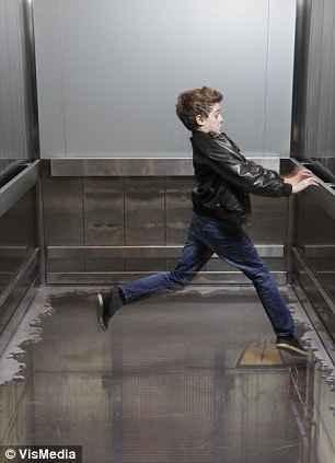 توهم آسانسور در لندن (5)