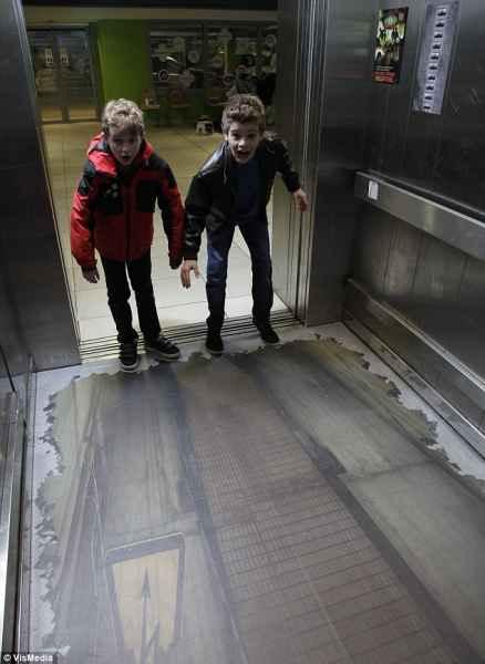 توهم آسانسور در لندن (4)