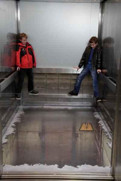توهم آسانسور در لندن (1)