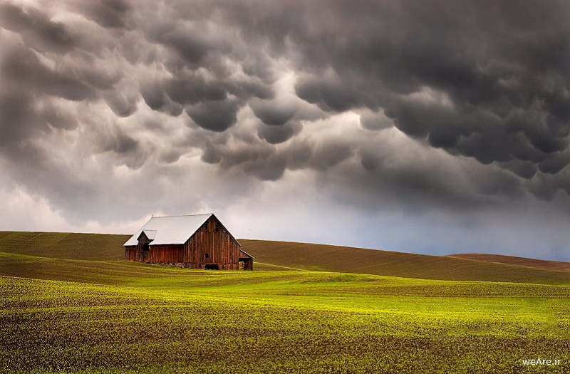 cloud-formations-mammatus-clouds-over-farm