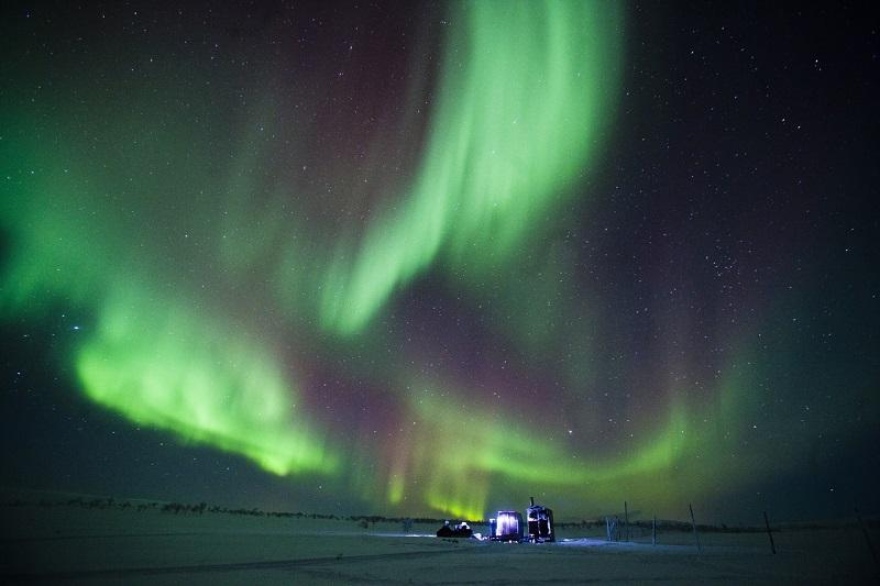 northern-lights-green-purple