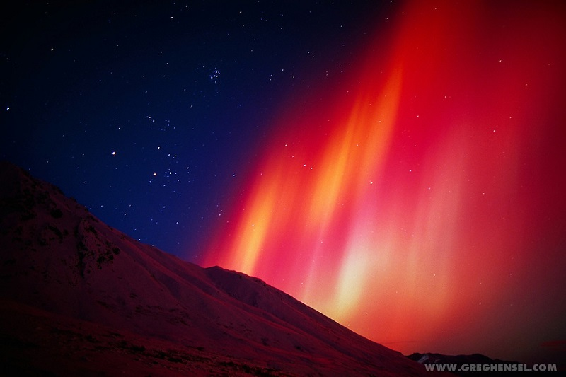 northern-lights-red-hue