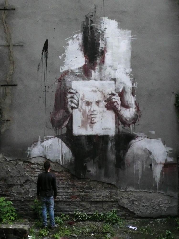 street-artists-borondo-holding-sketch1