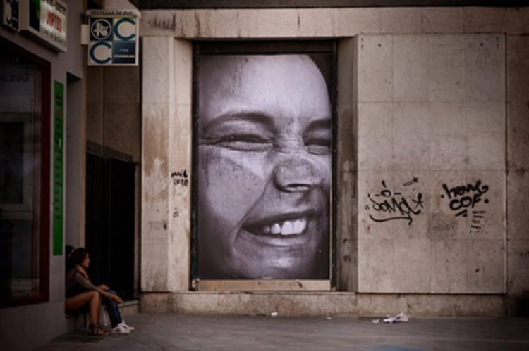 street-artists-mentalgassi-smashed-face1