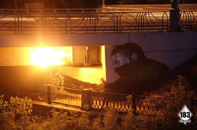 street-artists-pavel-bridge-night1