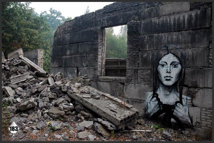 street-artists-pavel-crumbling-wall1