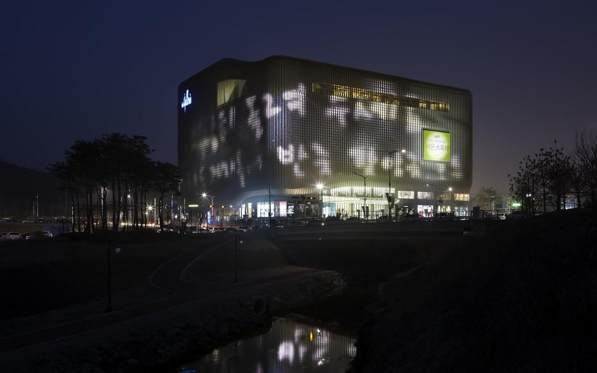 Arch2o-The-Moiré-Effect-at-Galleria-Cheonan-UNStudio-17-e1390204488669