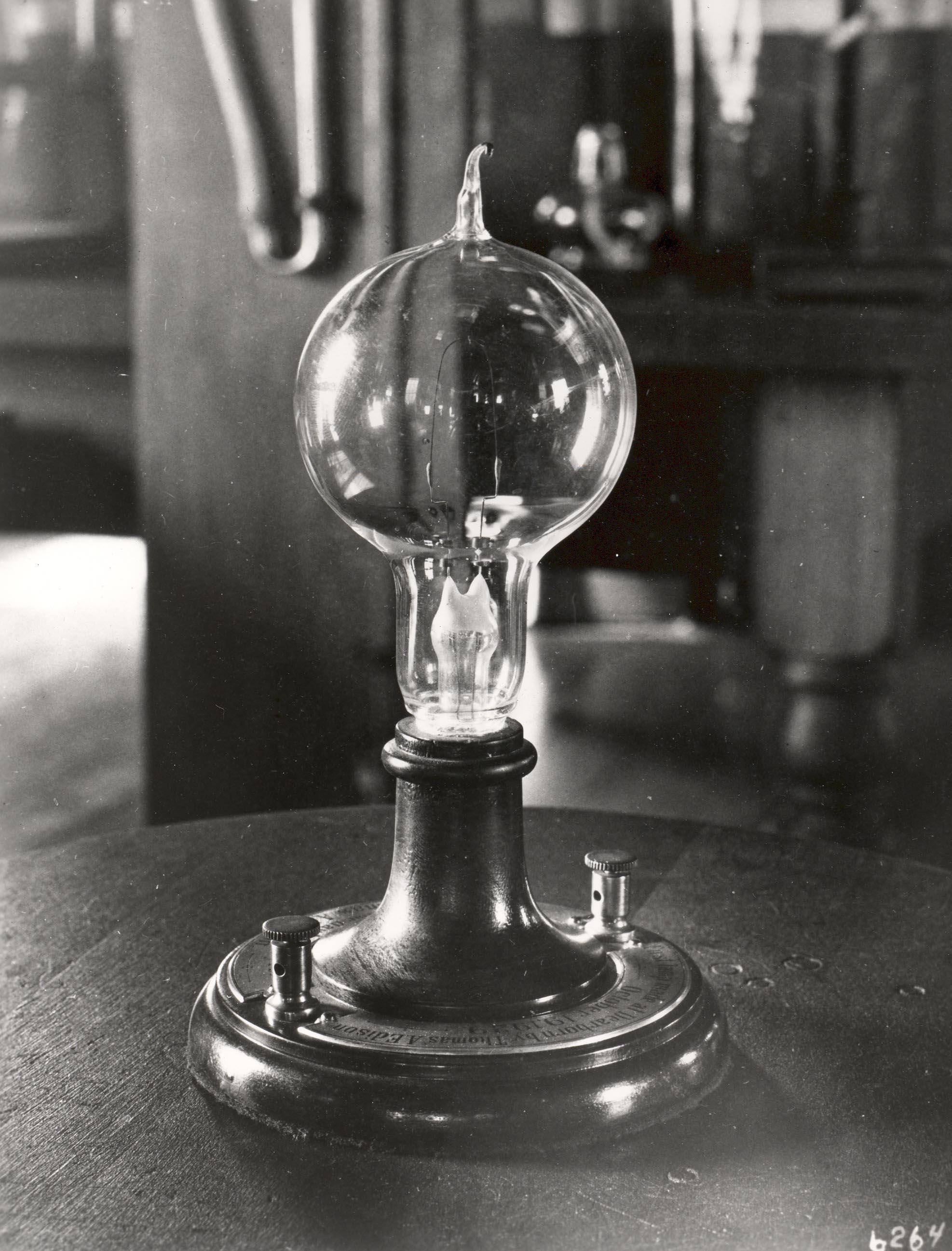 ادیسون چگونه لامپ را اختراع کرد