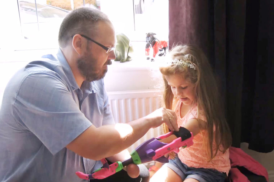 3d-printed-prosthetic-arm-stephen-davies-enable-isabella-18