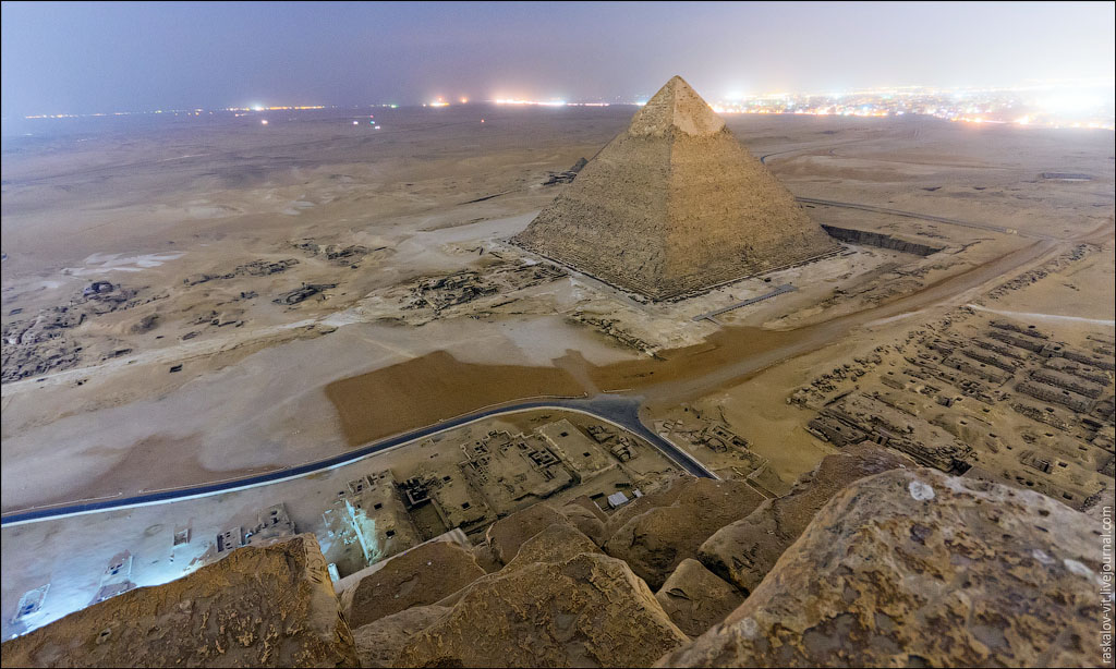 Arch2O-On-the-top-of-the-Great-Pyramid-Mister-Marat-and-Raskalov-Vit-01