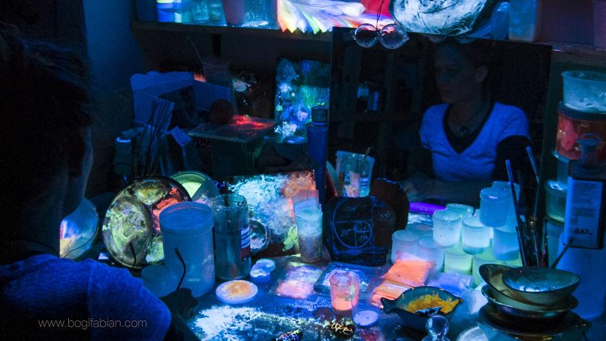 Imaginary-Glowing-Ceramics-Created-by-Hungarian-Artist-Bogi-Fabian12__880