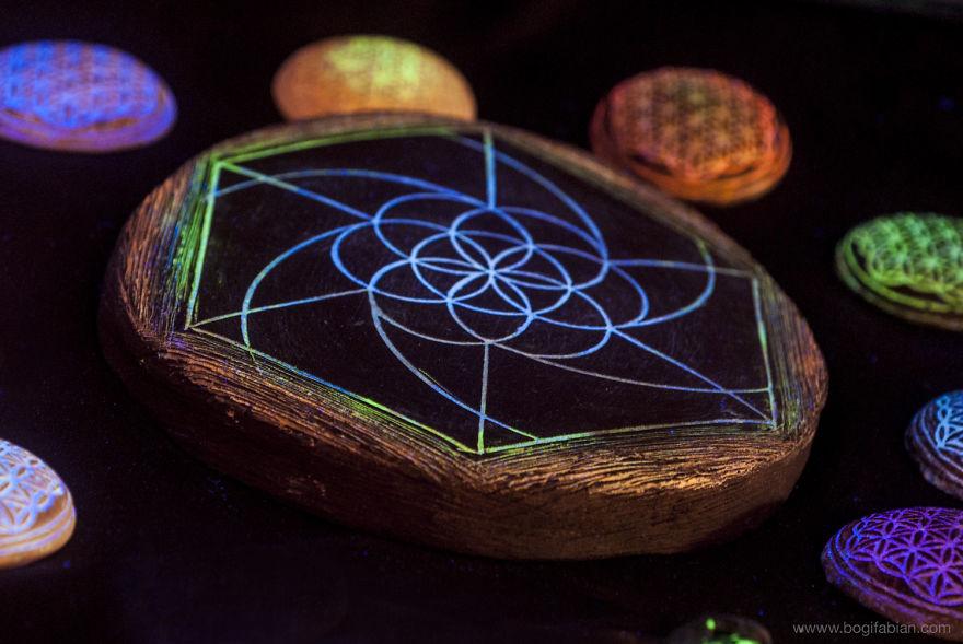 Imaginary-Glowing-Ceramics-Created-by-Hungarian-Artist-Bogi-Fabian3__880