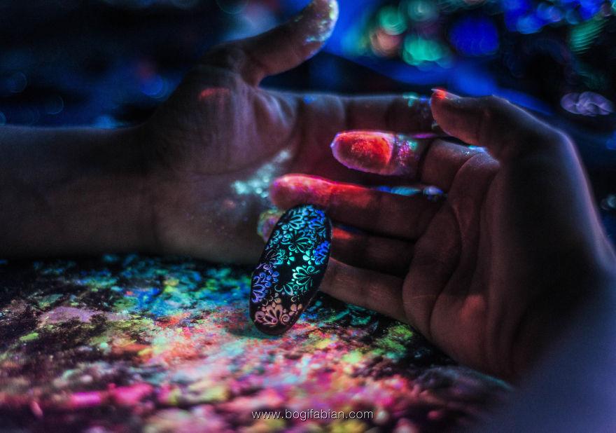 Imaginary-Glowing-Ceramics-Created-by-Hungarian-Artist-Bogi-Fabian4__880