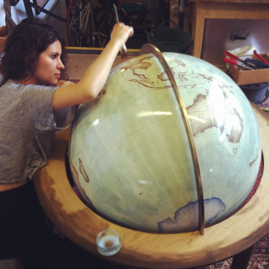One-of-the-Worlds-Only-Globe-Making-Studios-Celebrates-the-Ancient-Art-of-Handcrafted-Globes30__880