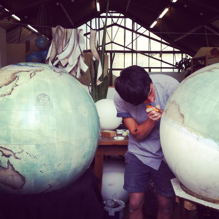 One-of-the-Worlds-Only-Globe-Making-Studios-Celebrates-the-Ancient-Art-of-Handcrafted-Globes33__880