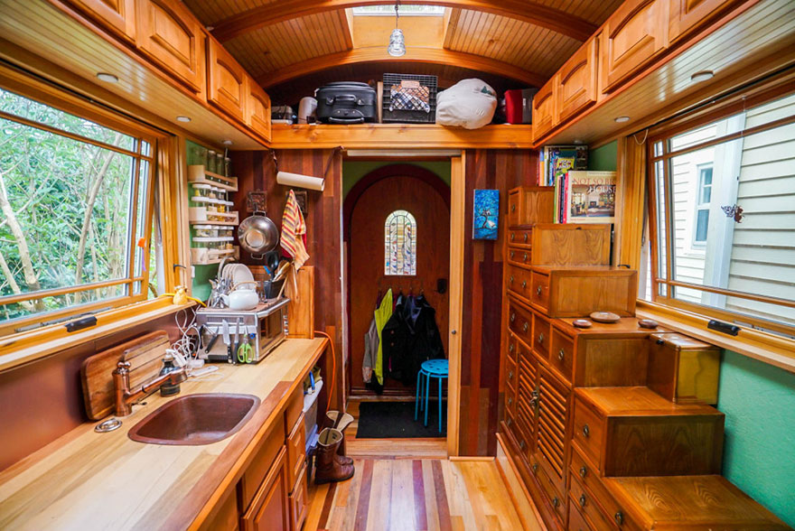 These-People-Live-In-Houses-Smaller-Than-Your-Bedroom23__880