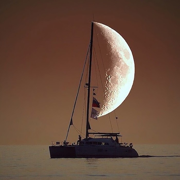 A-boat-uses-the-moon-to-sail
