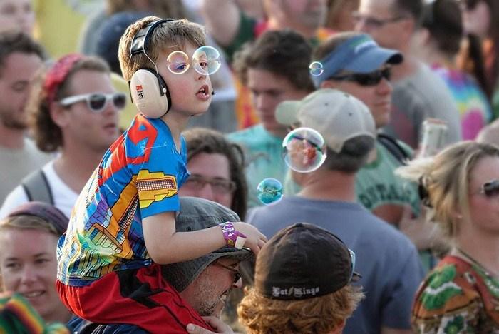 A-boy-gets-free-sunglasses