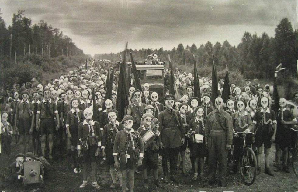 interesting-pictures-gas-mask-town