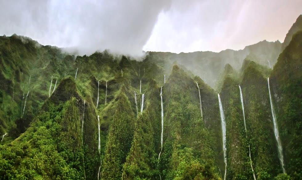 interesting-pictures-oahu-thousand-waterfalls