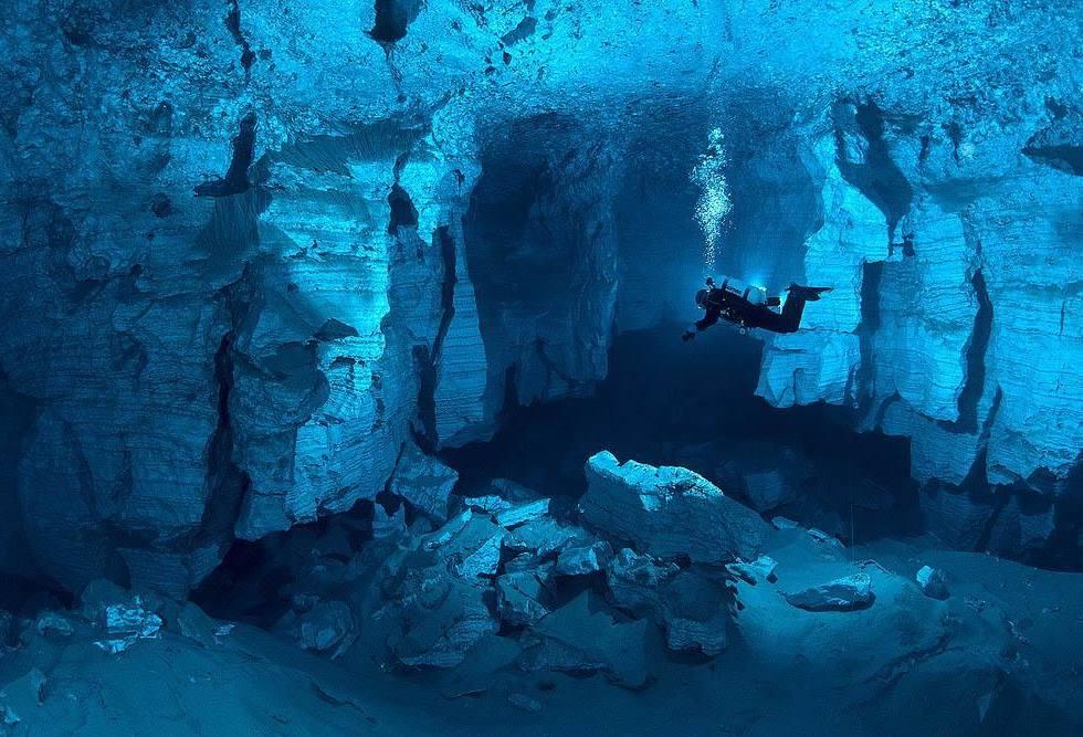 interesting-pictures-underwater-cave