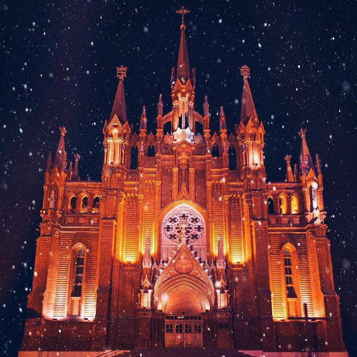 moscow-city-looked-like-a-fairytale-during-orthodox-christmas-3__700 - Copy