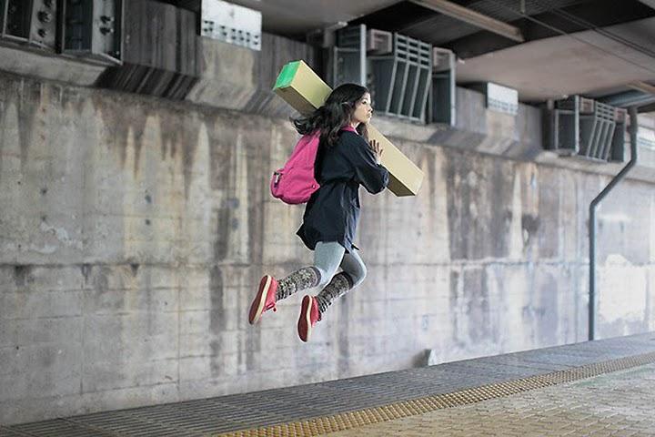 خطای دید یا دوربین::دختری که پرواز میکند::
