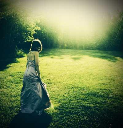 دختری در باغ