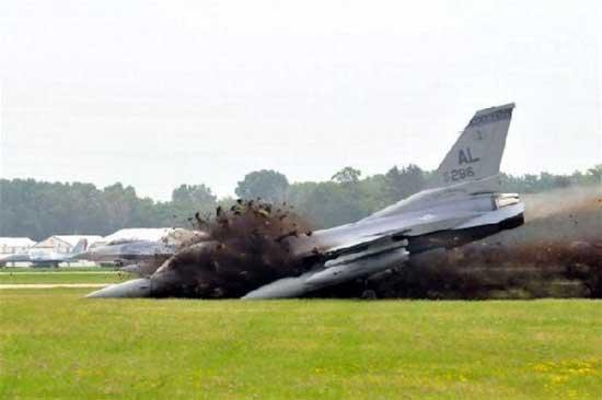 فرود نافرجام یک جنگنده F16