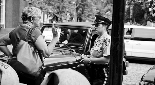 چگونه با یک پلیس رفتار کنیم؟