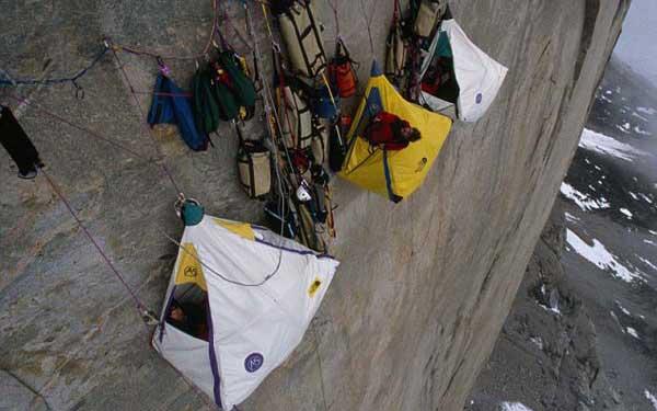 کوهنوردان شب ها کجا می خوابند؟!
