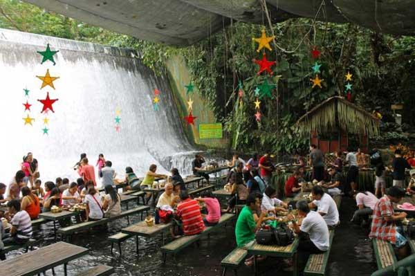 رستوران آبشار,لذت غذا خوردن در زیر آبشار (2)
