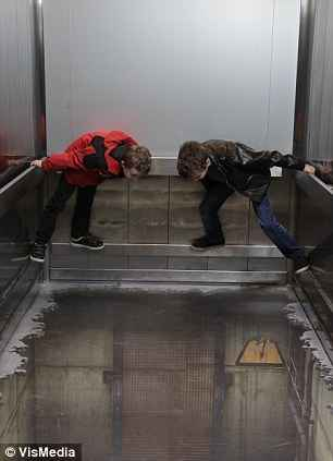 توهم آسانسور در لندن (6)