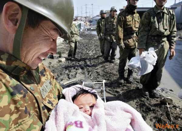 نجات دختر بچه در تسونامی ژاپن