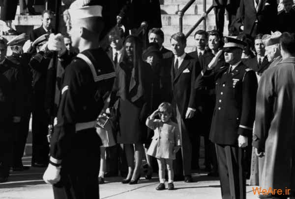 احترام نظامی یک کودک