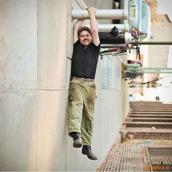 عکس آویزان شدن از میله (1)