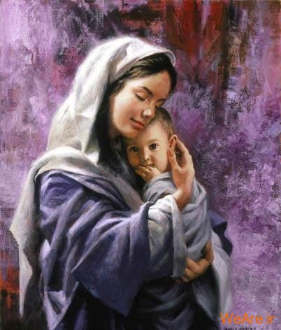 فرزند در آغوش مادر