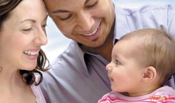 بچه متولد شده به پدر شبیه است یا مادر؟