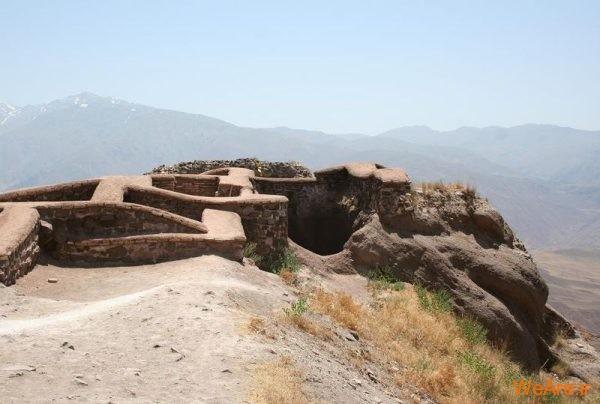 بقایای قلعه الموت
