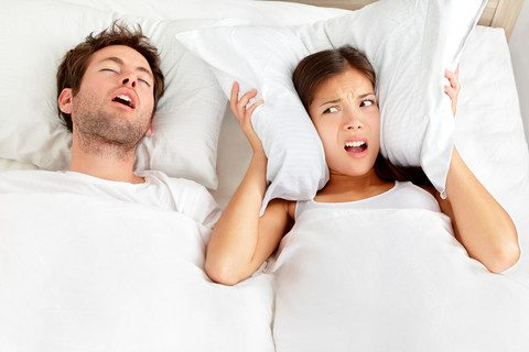 زن و مرد در تخت, خروپف