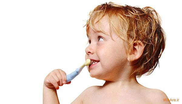 مسواک زدن بچه