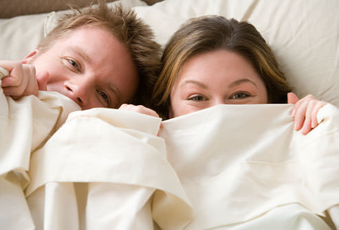 زن و مرد در تخت خواب