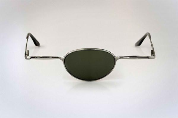 عینک یک چشم