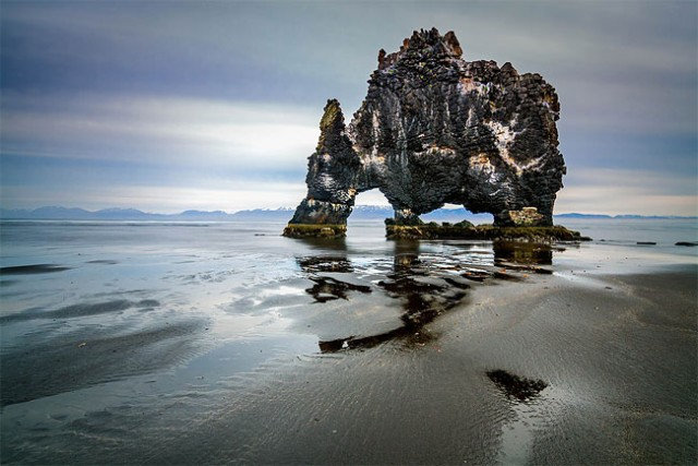 جزیره دایناسور,جزیره سنگی (1)
