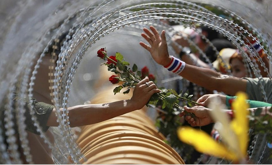 لحظه های قدرتمند از صلح در تظاهرات