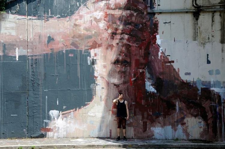 street-artists-borondo-covering-eyes1