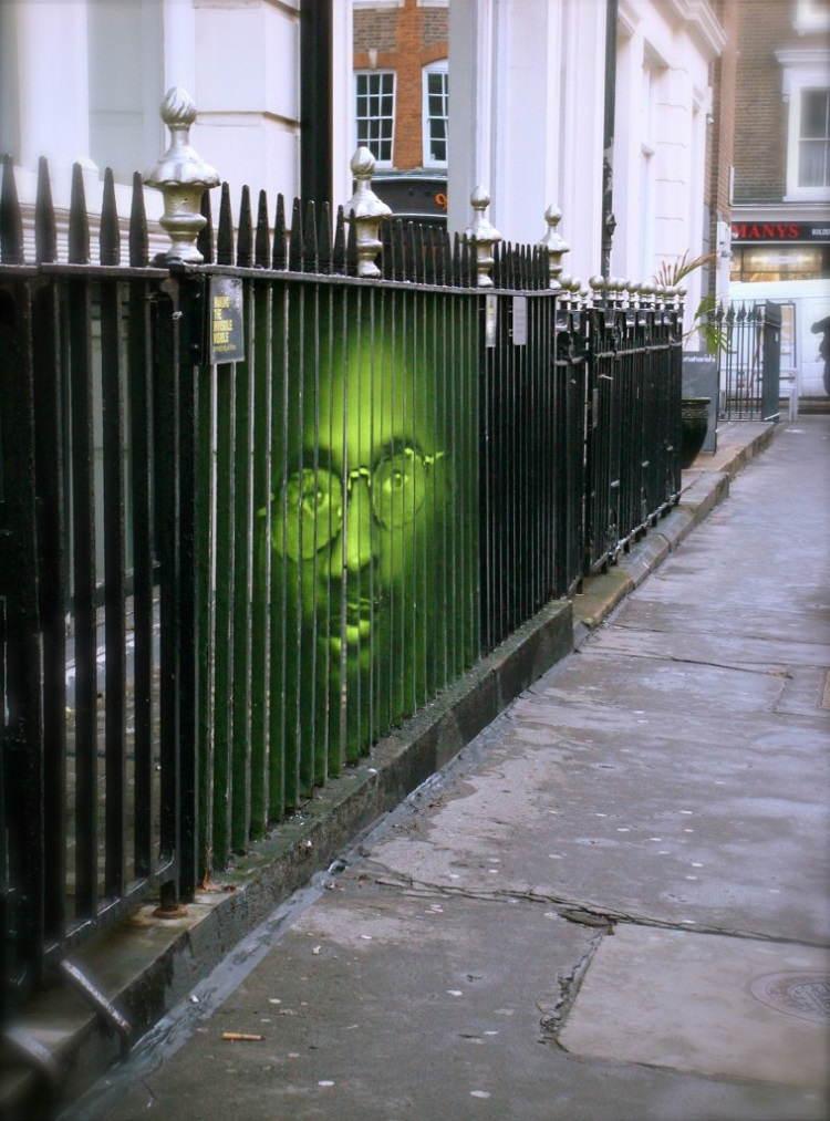 street-artists-mentalgassi-fence1